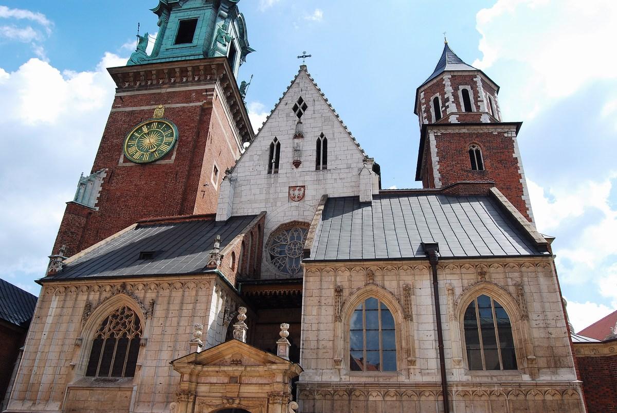 la cathédrale de Cracovie domine la colline du Wawel