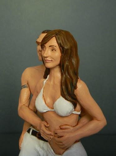ritratto fidanzata regalo fidanzata statuetta costume mare orme magiche