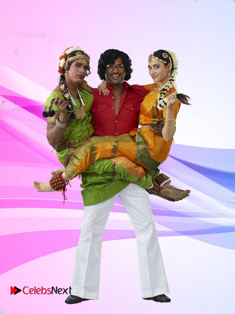 tamannah bhatia looks super cute in kaththi sandai movie latest