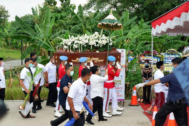 KodimKaranganyar - Pemakaman Ibunda Jokowi Kodim Karanganyar Lakukan Protokoler Kesehatan Dengan Ketat