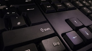 Fungsi Tombol Shift Pada Keyboard