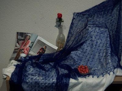 KObaltblauwe bruidssjaals, kobaltblauwe stola's,kobaltblauwe wollen shawls,gebreidesjaals.