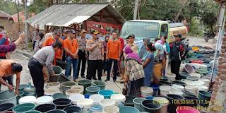 Polres Ciko Salurkan 26 Tangki Air Bersih Bersama FCC Diwilayah Argasunya