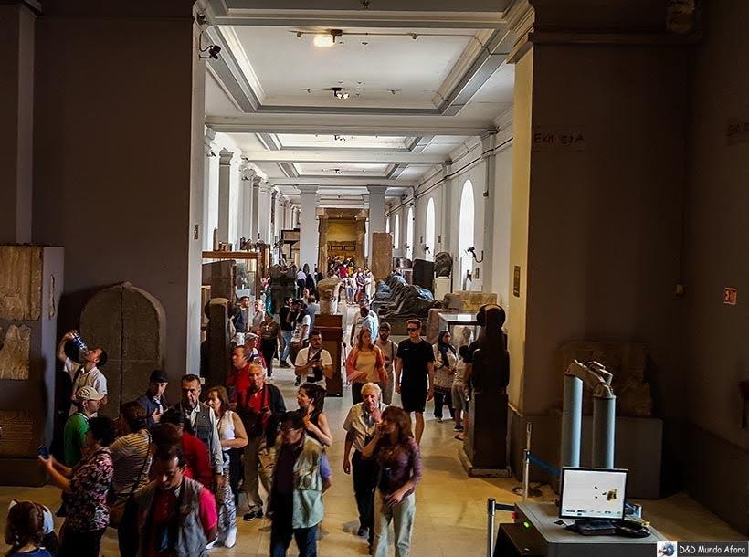 Corredores do Museu do Cairo, Egito