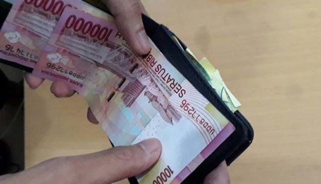 Jangan Takut Uang Habis Jika Diberikan Pada Istri Sendiri, Karena Istri Adalah Penyebab Dimudahkannya Rezeki Suami
