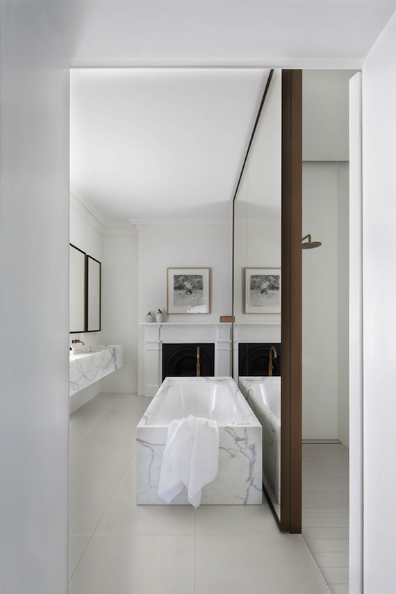Mirror wall bathroom divider | Smart Design Studio