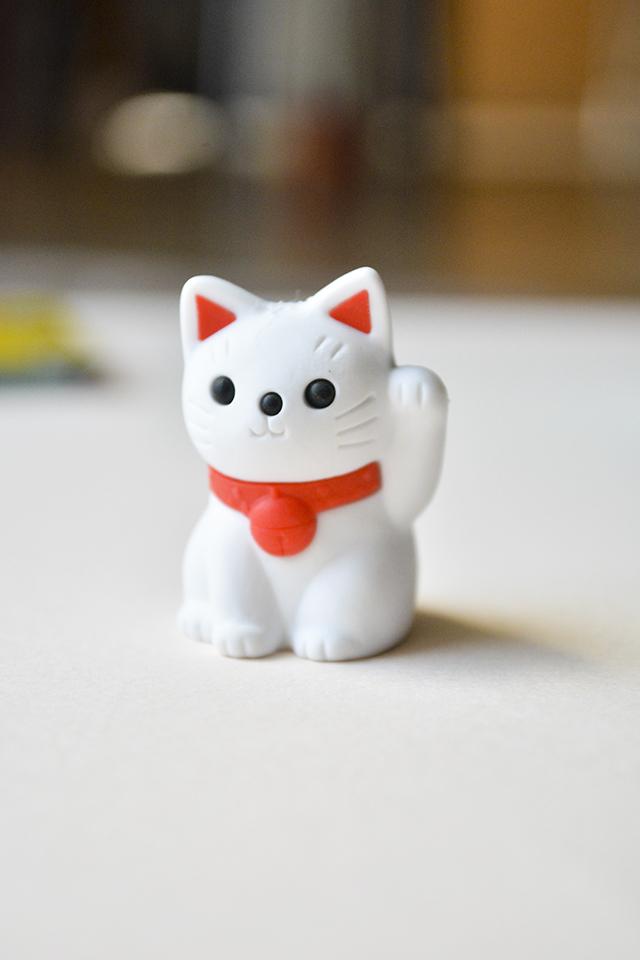 Goma de borrar gato de la suerte blanco Maneki Neko Japón