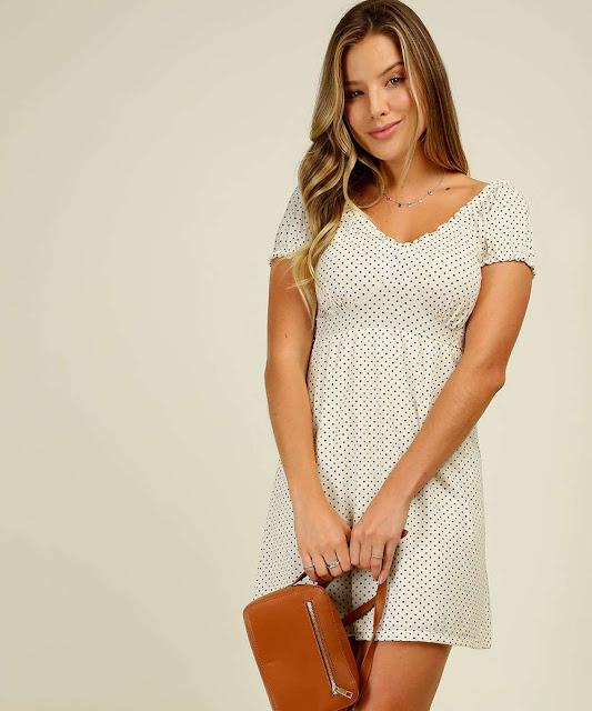 A peça mais versátil que você possa ter no seu guarda roupa é um vestido, devido a sua praticidade na hora da composição de um look! Combina com tudo, para qualquer tipo de ocasião