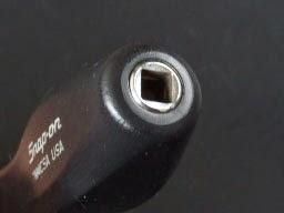 snap-onスナップオン TM4CSAのエンド部にラチェットレンチを差せばそれはそれはフルパワーで固く締まったネジも外す事が可能かも