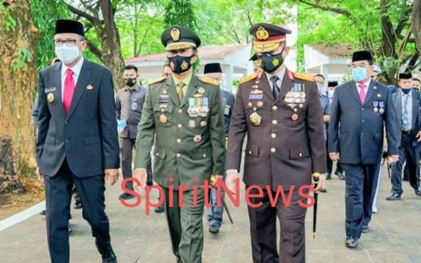 Peringati Hari pahlawan Pangdam Hasanuddin Ziarah ke TMP Panaikang