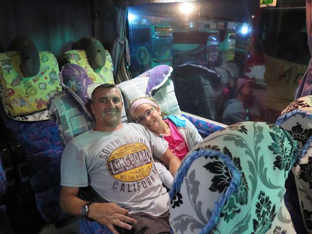 Autobús que cubre la ruta Yangon - Bagan