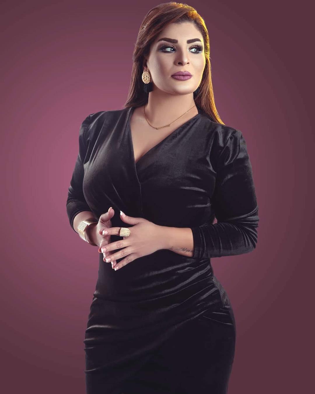 الإعلامية ناهد عونى تتألق بفستان أسود في أحدث جلسة تصوير