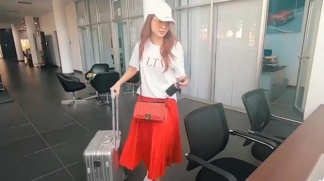 Hot girl Sam mang vali tiền mua xe hơi 2,6 tỷ đồng - 1