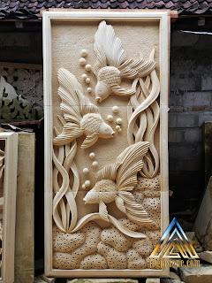 gambar relief ikan hias dibuat dari batu alam paras jogja atau batu alam paras putih.