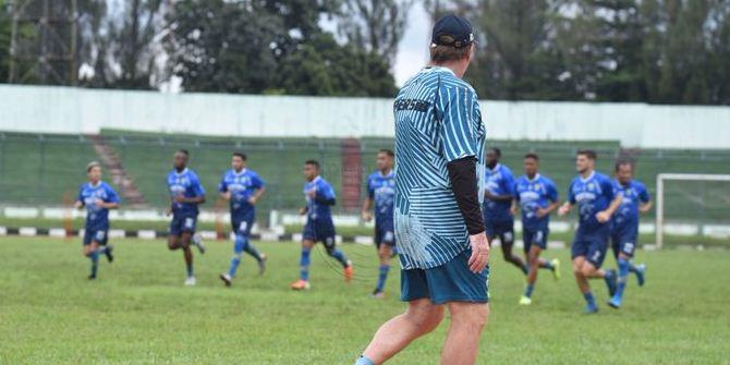 Persib Bandung Bawa 20 Pemain ke Malang, Ini Daftarnya