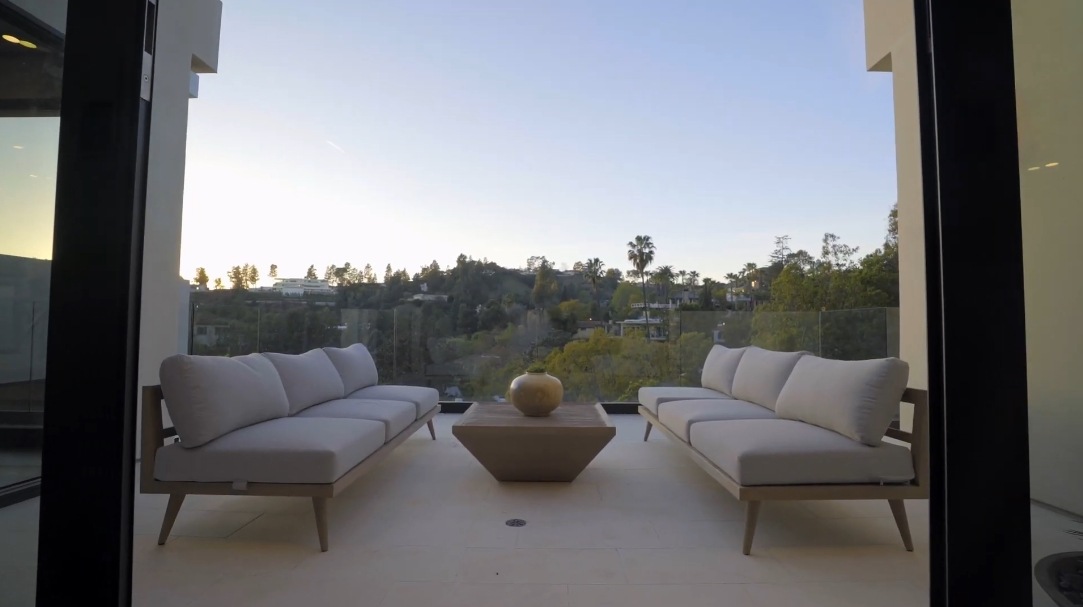 65 Interior Design Photos vs. 9455 Readcrest Dr, Beverly Hills, CA Ultra Luxury Home Tour