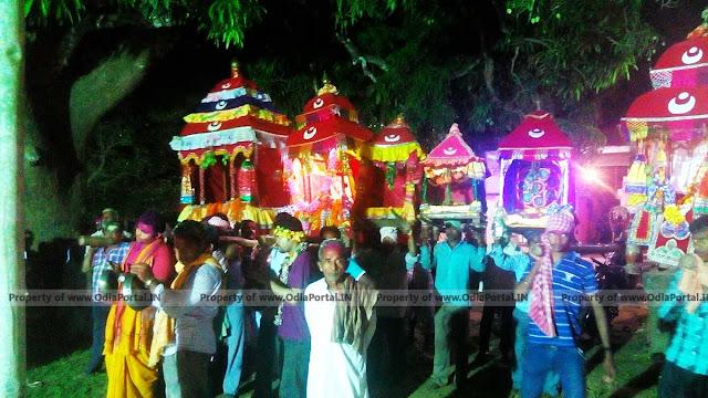 Dola Melan, Dola Yatra or Dola Purnima Celebration of Odisha, dola jatra, dola melana photos of odisha, orissa dola yatra pics, gallery, free download, dola melan, ଦୋଳ ମେଳଣ ଫଟୋ, ଓଡିଶା, ଓଡ଼ିଶା ଦୋଳ ଯାତ୍ରା