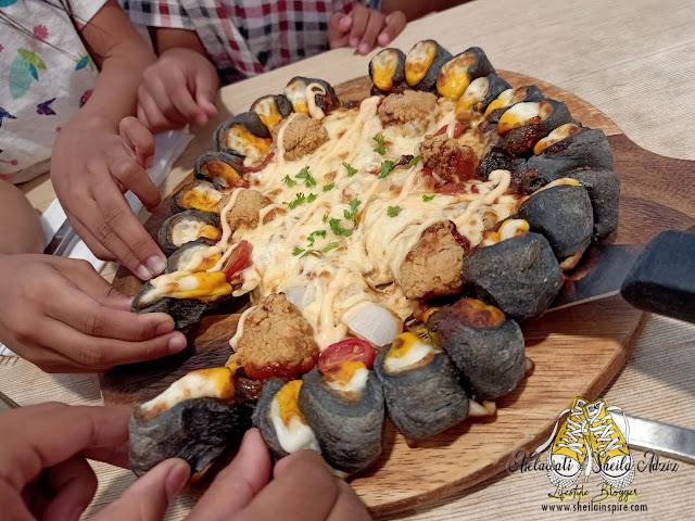 Black Volcano Pizza: Indah Khabar Dari Rupa?