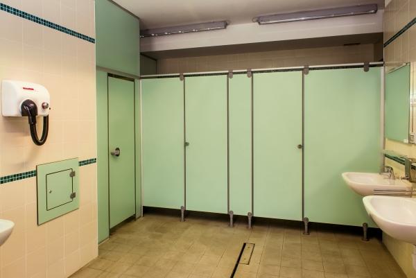 Ges Group-pareti modulari-HPL-bagno-spogliatoio