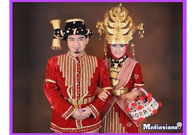 Pakaian Adat Suku Batak Mandailing