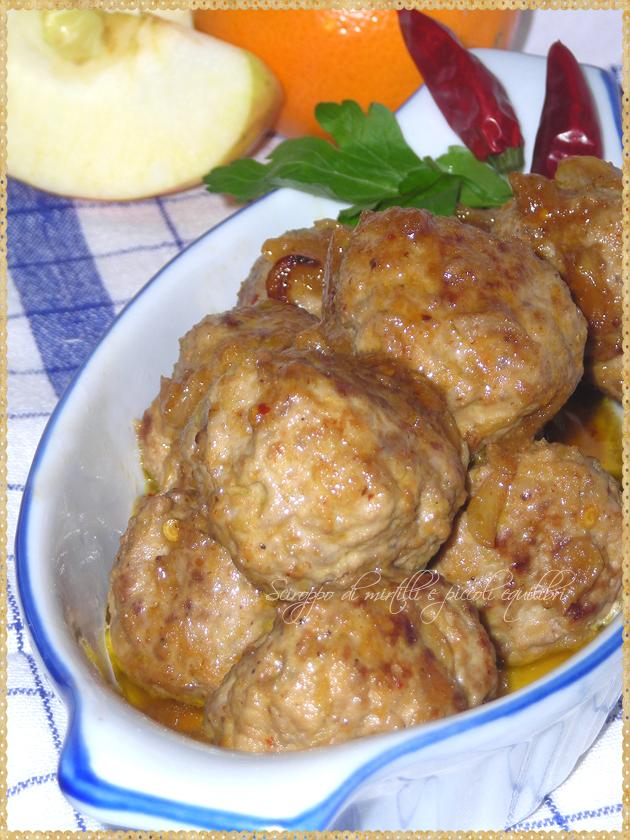 Polpette di carne con mela arancia e formaggino