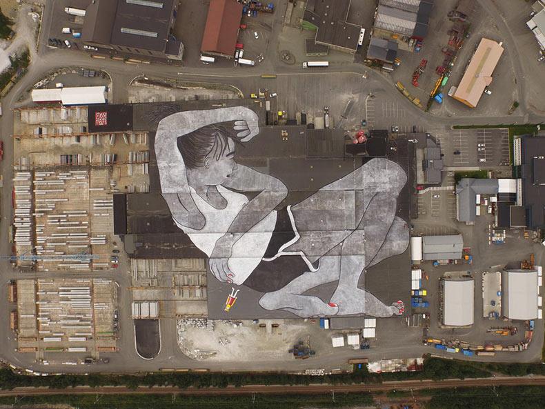 Artistas Ella & Pitr pintan mural de 21000 metros cuadrados sobre una azotea en Noruega