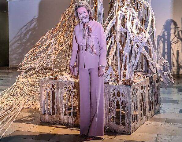 The world-renowned Ursula Shrine is one of them. Etro Anatase paisley-print pussy-bow blouse, cashmere wool pink suit, blazer and trousers