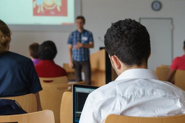 5 Jurusan Kuliah yang Cocok untuk Anak IPS
