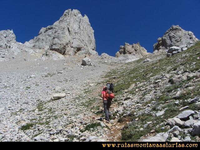 Ruta a la Torre del Friero: Llegando a la Collada Chavida