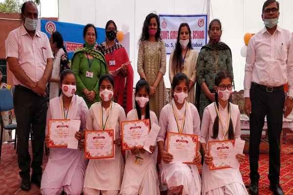 faridabad-sarkar-schook-girls-student-awarded-news