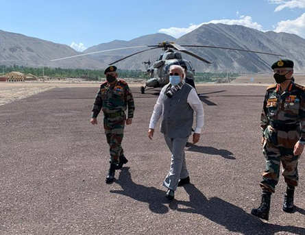 Modi visit to ladakh interacts with Indian army and Air force