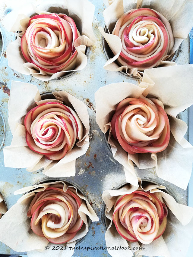 Puff pastry apple roses, baked rose apple pies, apple rosette pies