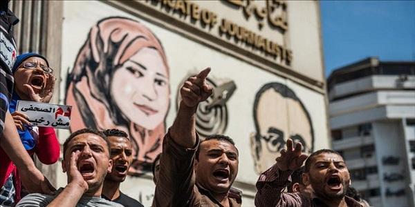 محمد سويد يكتب عن اقتحام نقابة الصحفيين وصراع عصابات الفساد