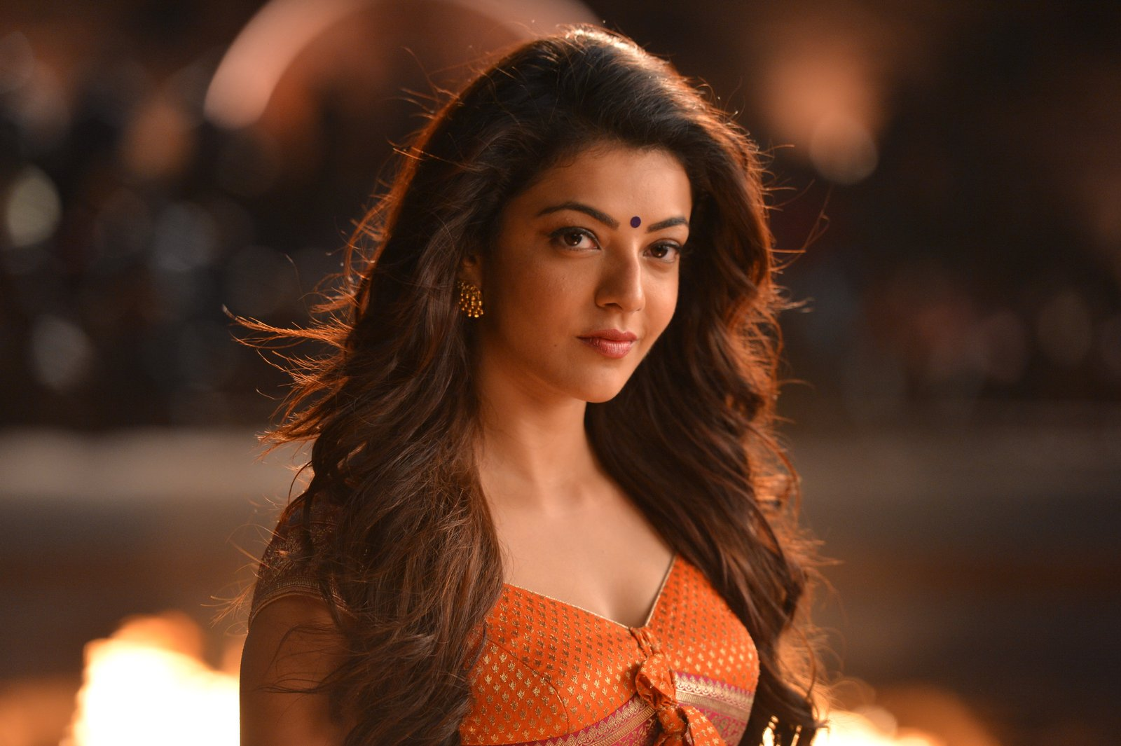 kajal sizzling in pakka local item song-HQ-Photo-13