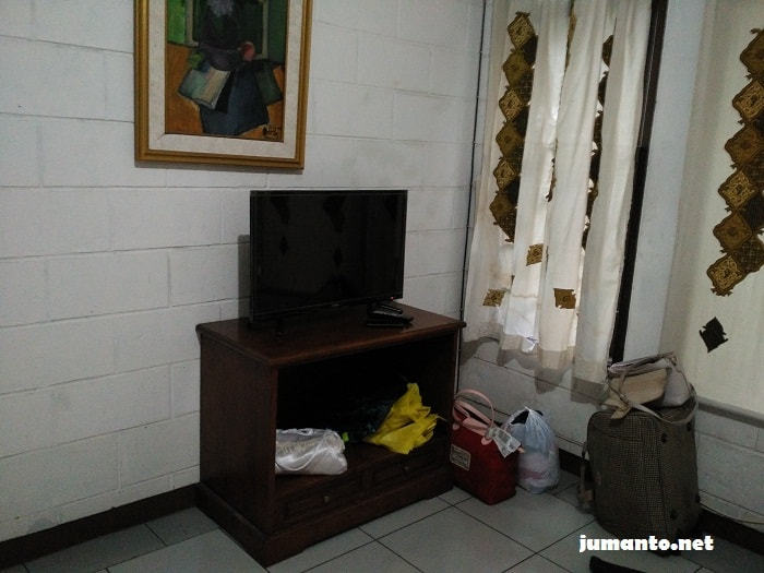 tv airy rooms