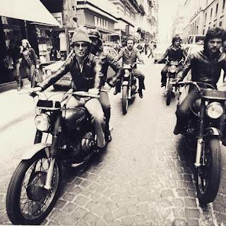 Vecchia foto dei Falchi della Polizia napoletana ha successo su Facebook
