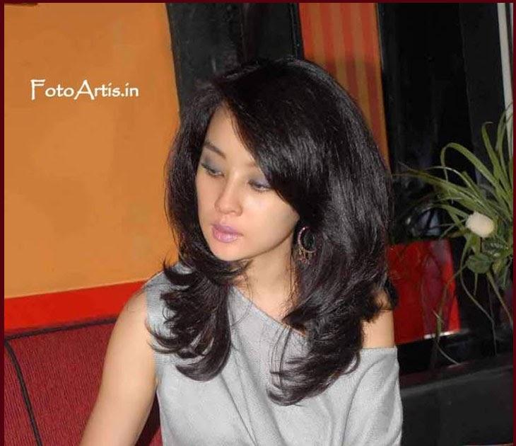 Anak Nusantara: Putri Patricia Pamer CD Pink