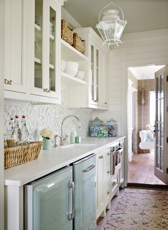http://www.homebunch.com/single-style-beach-house-with-classic-coastal-interiors/