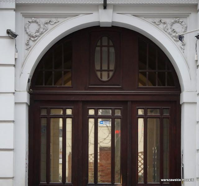 Warszawa Warsaw kamienica architektura Śródmieście przejazd bramny