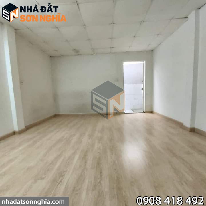 Nhà có lắp sàn gỗ