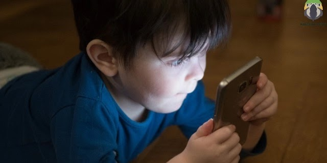 Children and mobile devices - how to keep young people healthy
