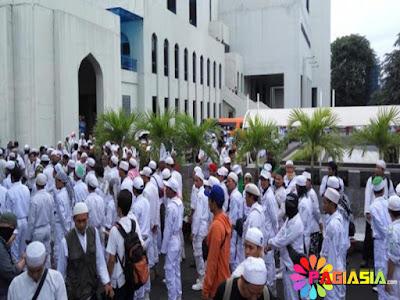 Massa FPI akan Berkumpul di Masjid Al-Azhar Untuk Dikawal Habib Rizieq