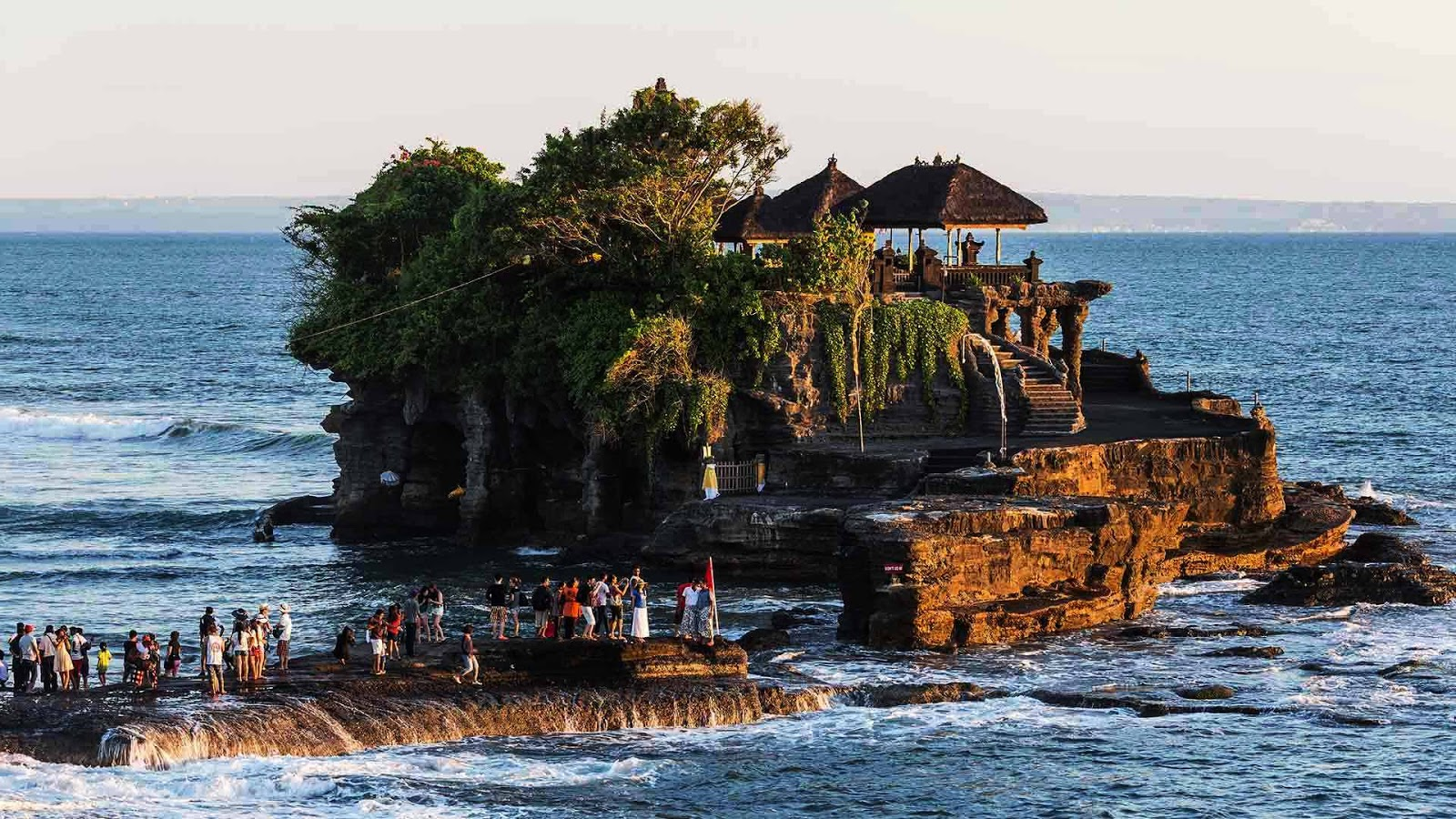 5 Most Beautiful Tourist Attractions in Bali You Must Visit - Bali Island is one of Indonesian tourism in Indonesia which is located in the east of Java Indonesia that has been world famous. In addition to the charm of its exotic scenery, Bali is also famous for its unique variety of arts and culture and is always preserved.