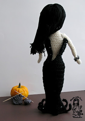 crochet morticia, crochet addams family, halloween crochet, magic with hook and needles, vendula maderska design, crochet doll