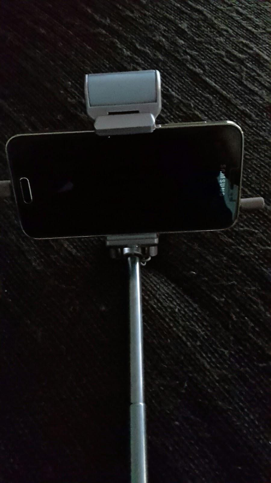 lahr2006 testet floveme selfie stick mit led licht und rear mirror kabelgebunden selfie stange. Black Bedroom Furniture Sets. Home Design Ideas