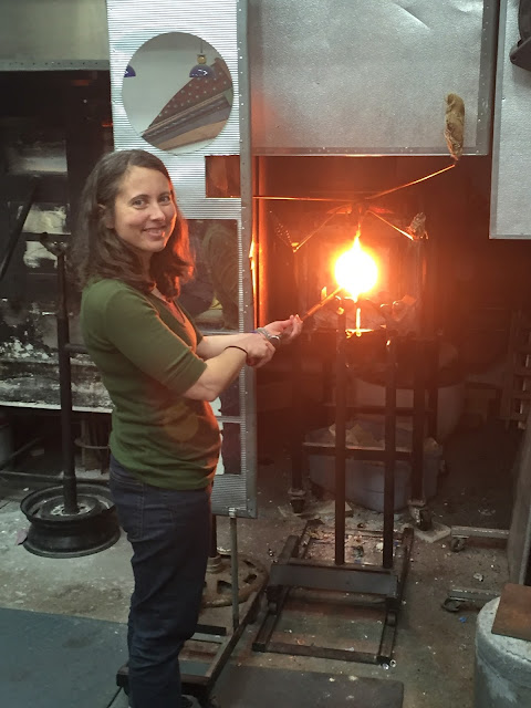 Gathering hot glass