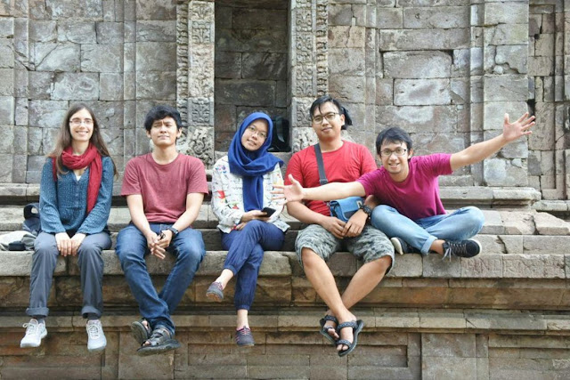 Photo bersama di Candi gedong songo