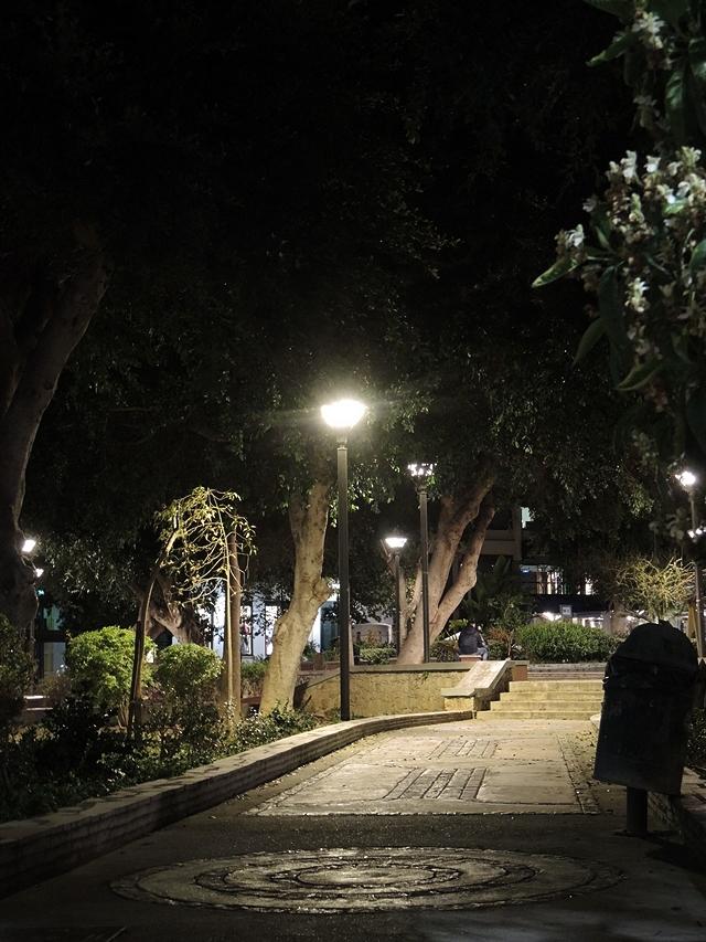 Heraklion by night,  met gemijmer over vrouwen op straat