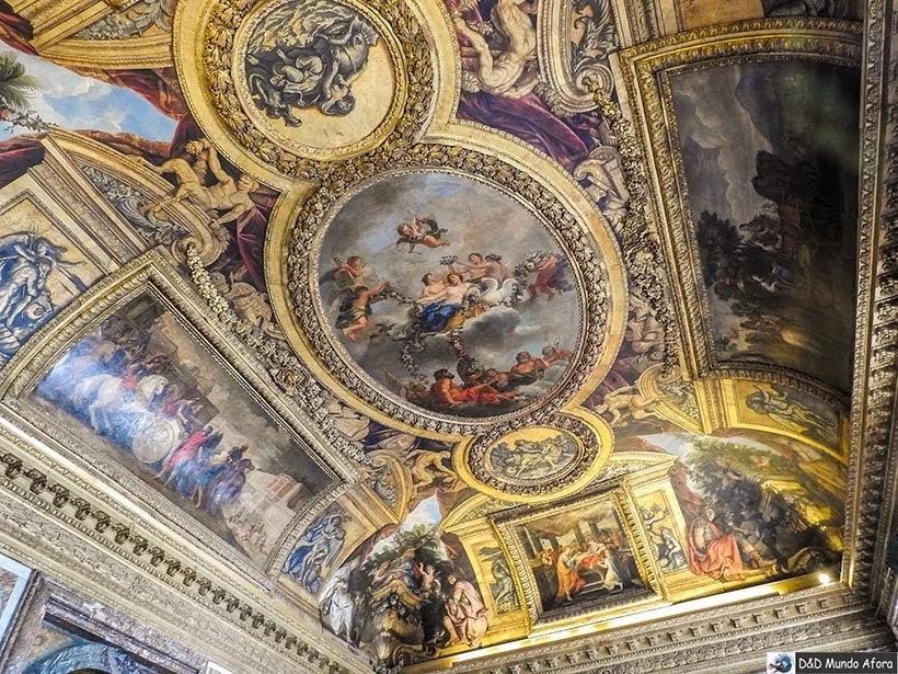 Teto de um dos cômodos no Palácio de Versalhes