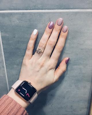 Diseño de uñas minimalista con gel